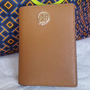 TORY BURCH PASSPORT COVER HOLDER LEATHER TAN GOLD